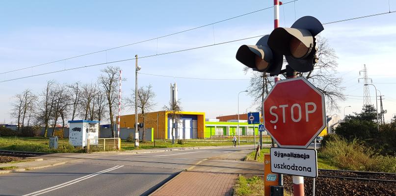 Przejazd kolejowy znów z problemami. Kierowcy, uważajcie tam!  - Zdjęcie główne