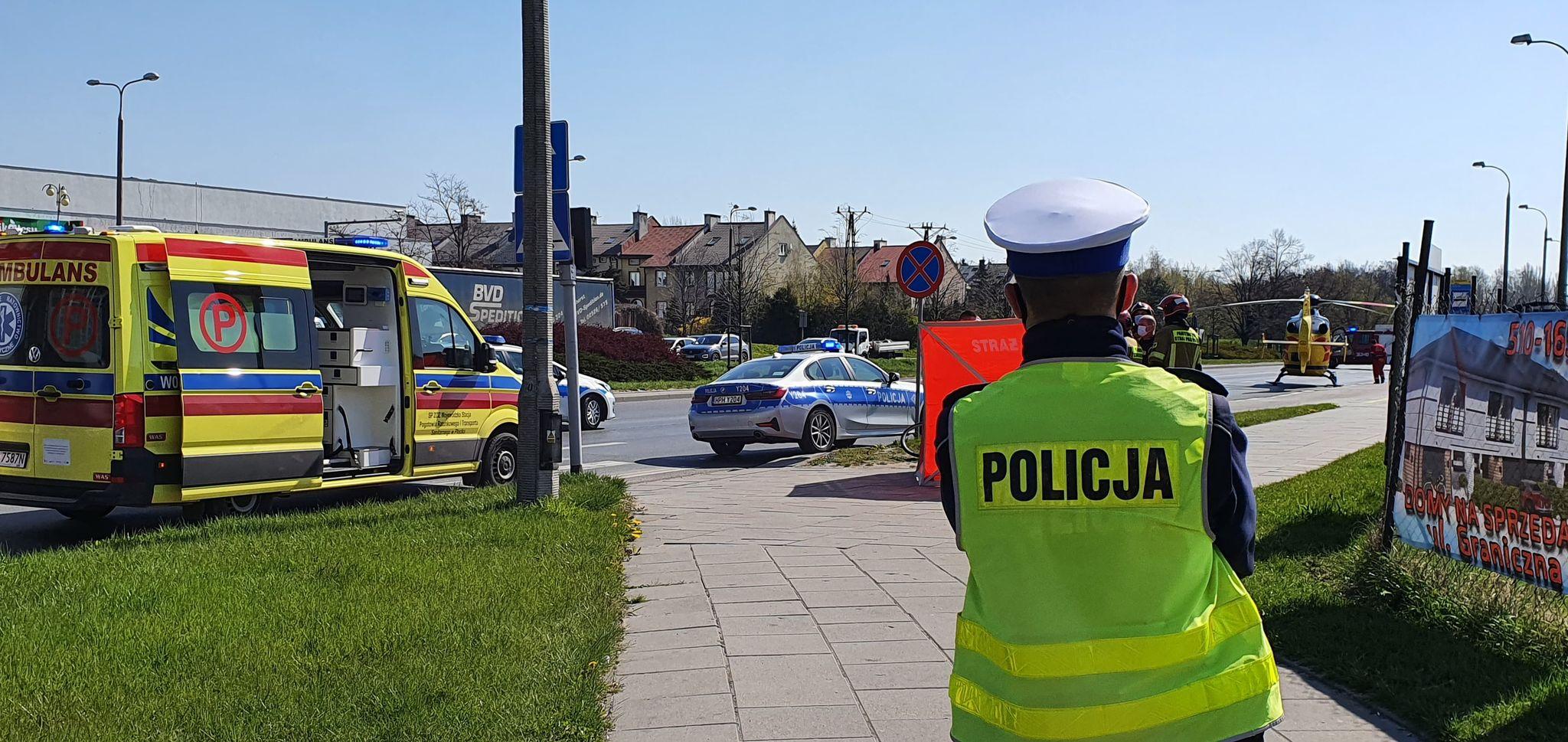 Dramatyczne sceny na Podolszycach. Zmarł mężczyzna [ZDJĘCIA] - Zdjęcie główne