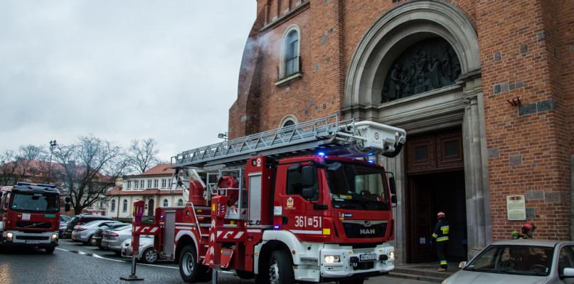 Katedra płonęła, była ofiara zaczadzenia. Ćwiczenia strażaków [FOTO]  - Zdjęcie główne