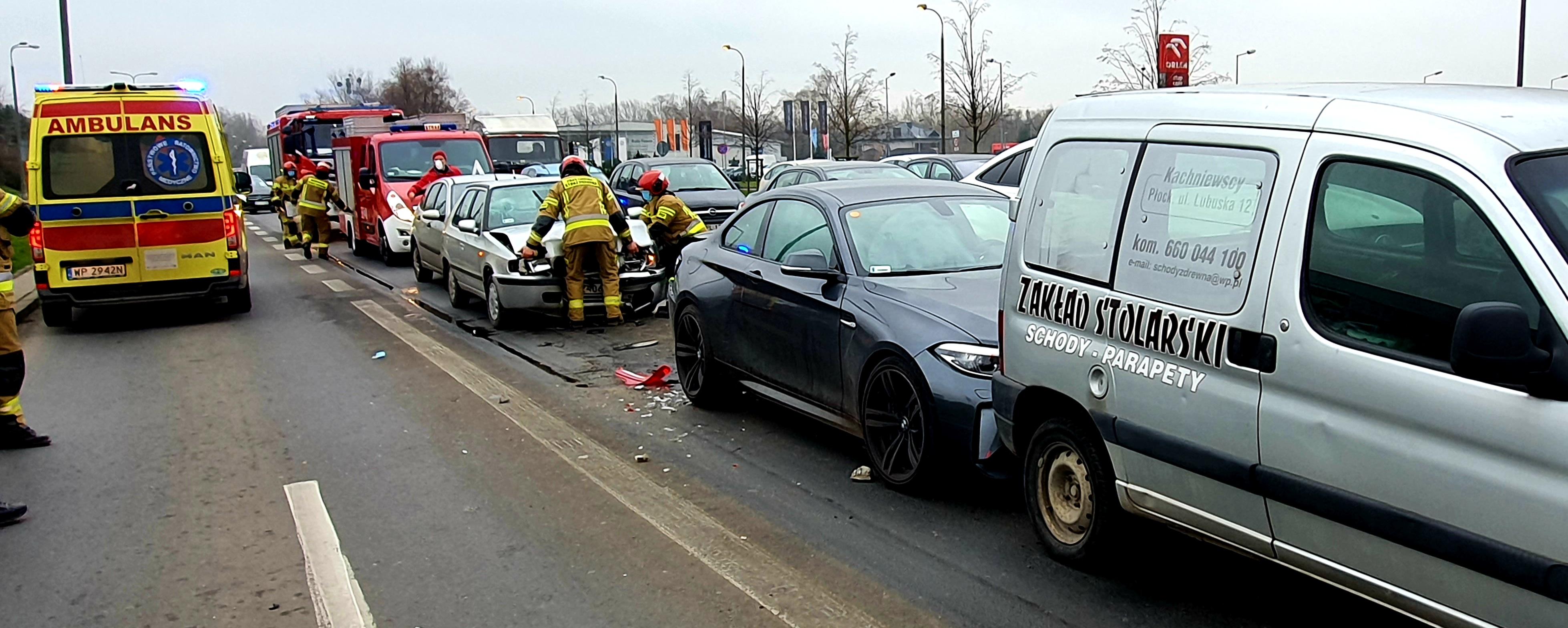 Zderzenie kilku aut na Wyszogrodzkiej. Jeden z kierowców nietrzeźwy - Zdjęcie główne
