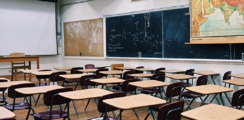 Dyrektor szkoły: Strach przed COVID-em jest wyczuwalny - Zdjęcie główne