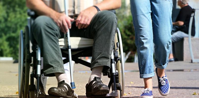 """Rzecznik Osób Niepełnosprawnych do właścicieli sklepów: """"Apeluję o wyrozumiałość"""" - Zdjęcie główne"""