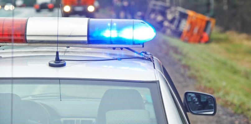 Auto uderzyło w drzewo. Cztery osoby w szpitalu - Zdjęcie główne