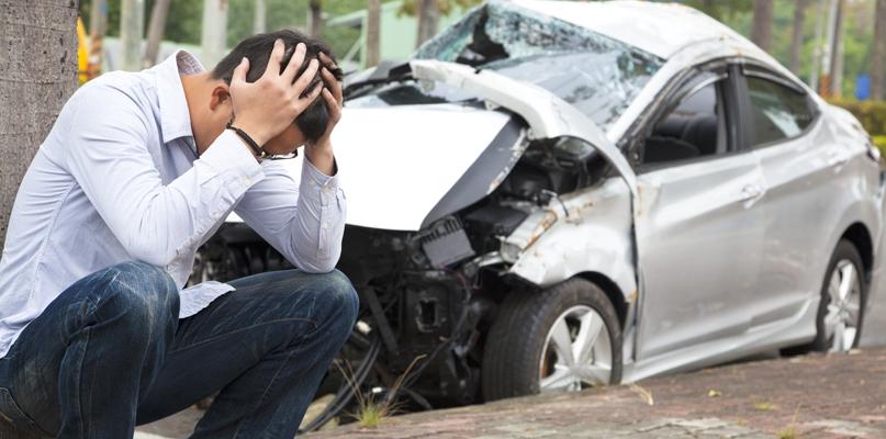 Czołowe zderzenie samochodów, kierowców przewieziono do szpitala - Zdjęcie główne