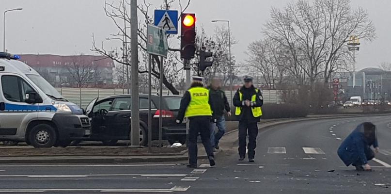 Dwa auta zderzyły się na rondzie Wojska Polskiego  - Zdjęcie główne