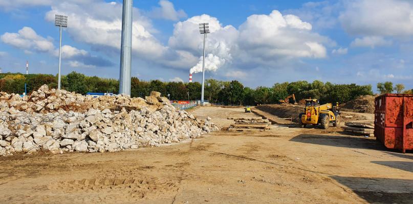 Trwają prace na stadionie. Niewykluczone, że jeszcze jesienią zacznie się budowa  - Zdjęcie główne