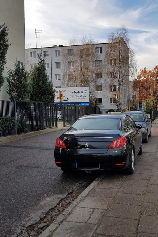 Parkowanie przy urzędzie miasta - Zdjęcie główne