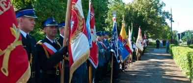 Uroczystości zaczęły się pod pomnikiem Piłsudskiego - Zdjęcie główne