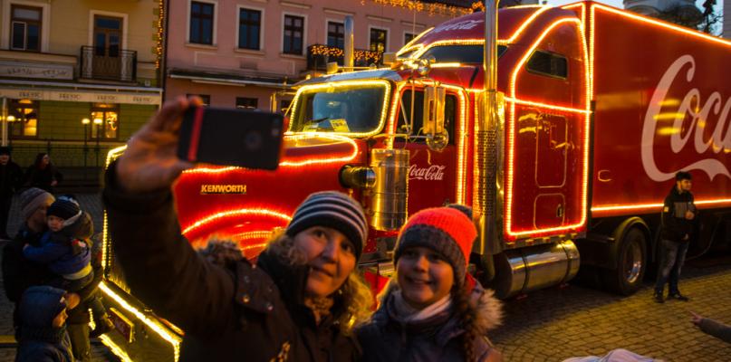 Znów będą tlumy na starówce? Do Płocka powróci świąteczna ciężarówka Coca-Coli - Zdjęcie główne