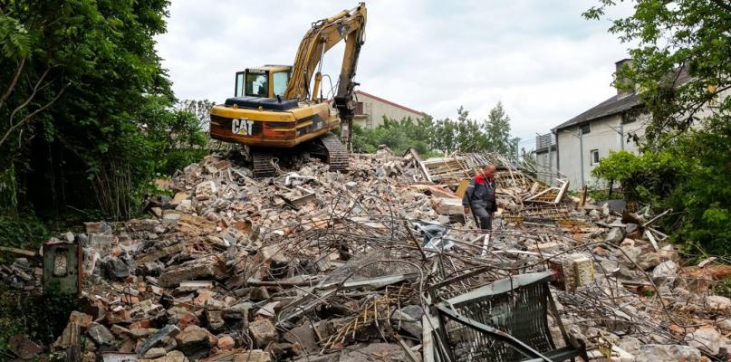 Stary budynek wyburzony. Ratusz ma plany na wykorzystanie terenu - Zdjęcie główne
