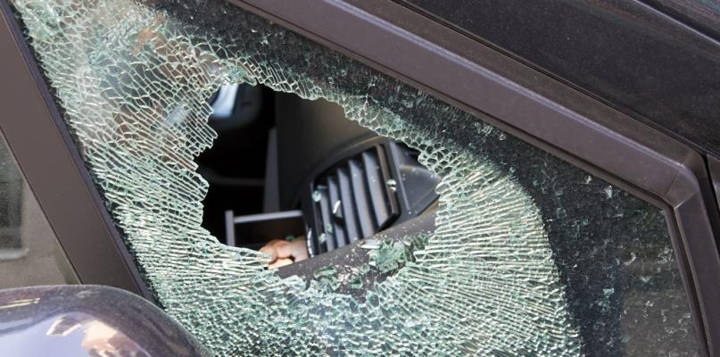 Uszkodzone samochody i włamanie. Policyjny bilans z Sylwestra i Nowego Roku - Zdjęcie główne