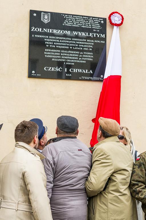 Odsłonięcie tablicy Żołnierzy Wyklętych - Zdjęcie główne