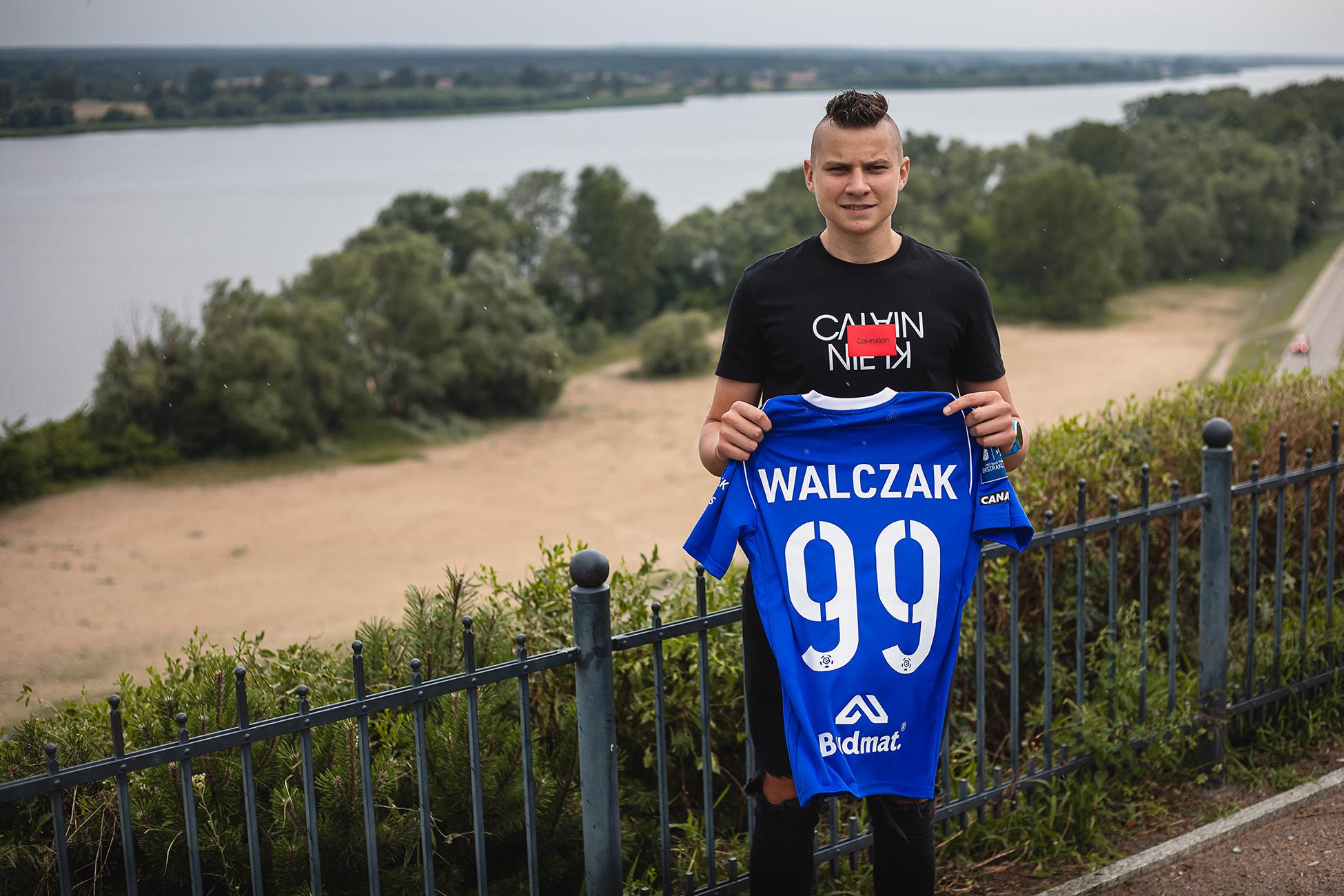 Urodzony w Płocku, ale na treningi dojeżdżał do Warszawy. Teraz podpisał kontrakt z Wisłą  - Zdjęcie główne