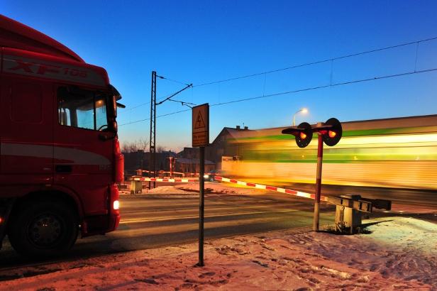 Pociąg z Płocka utknął w zaspie w Gozdowie - Zdjęcie główne