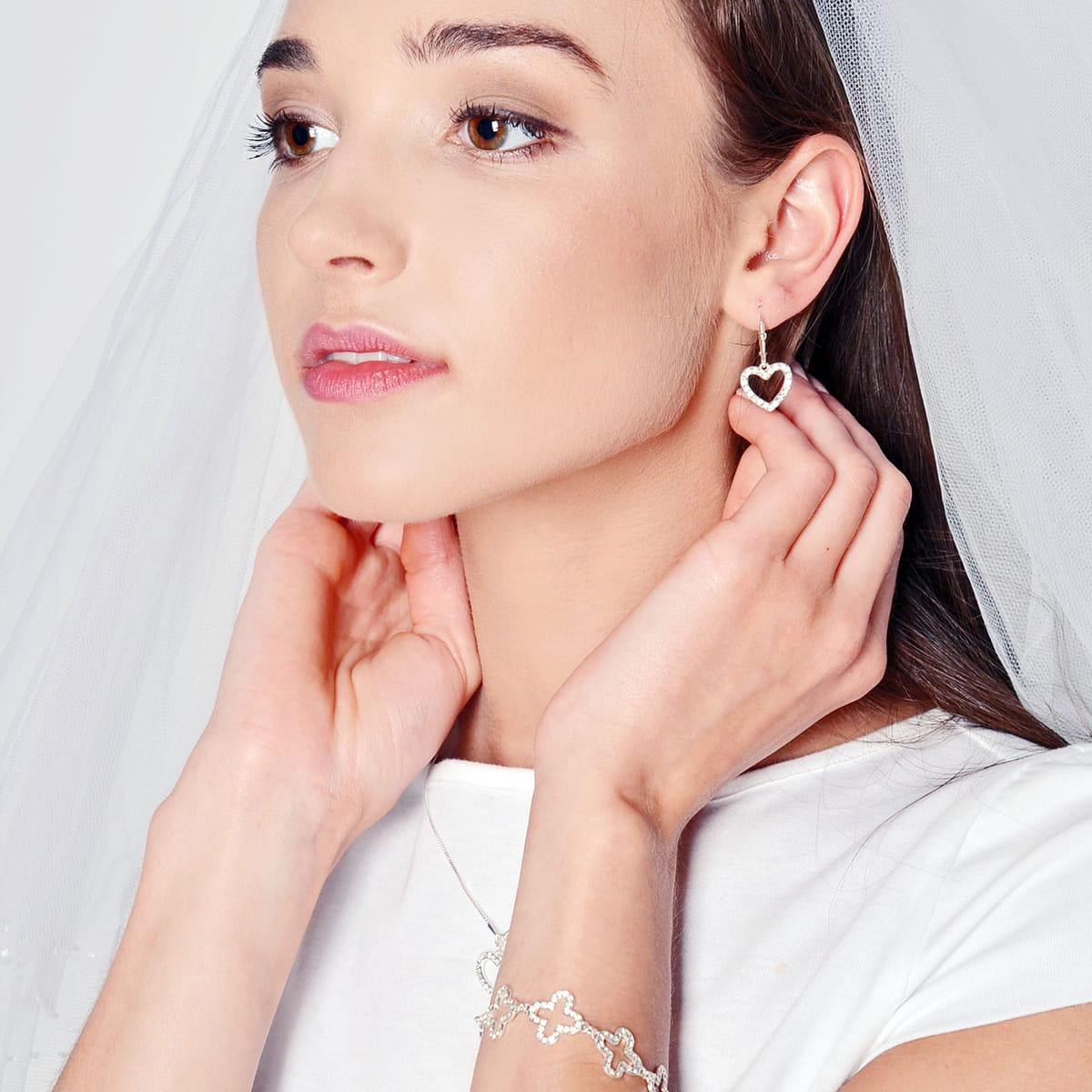 Na tropie biżuterii ślubnej. Oryginalne dodatki do kreacji Panny Młodej - Zdjęcie główne