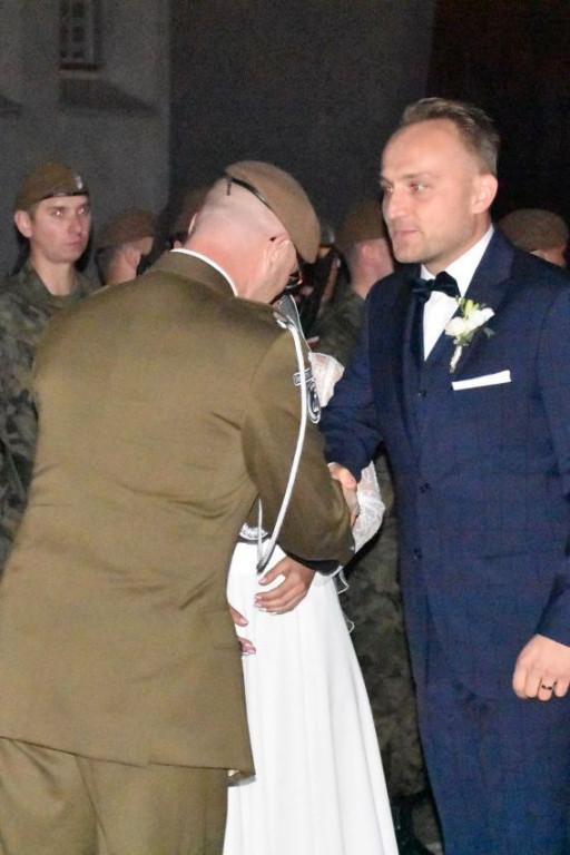 Ślub żołnierzy w płockiej Stanisławówce - Zdjęcie główne