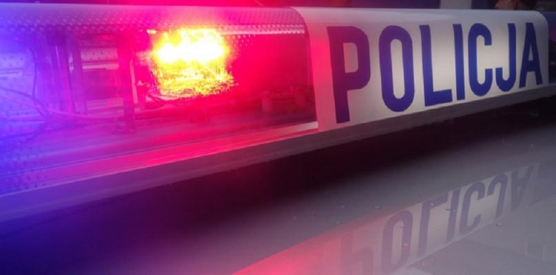 Policyjny pościg w powiecie płockim. Mężczyzna uciekał i staranował radiowóz - Zdjęcie główne