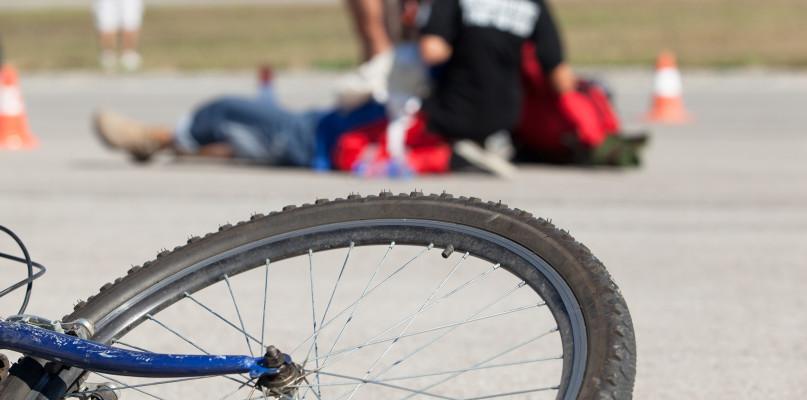Potrącenie rowerzystki. 27-letnia kobieta w szpitalu  - Zdjęcie główne