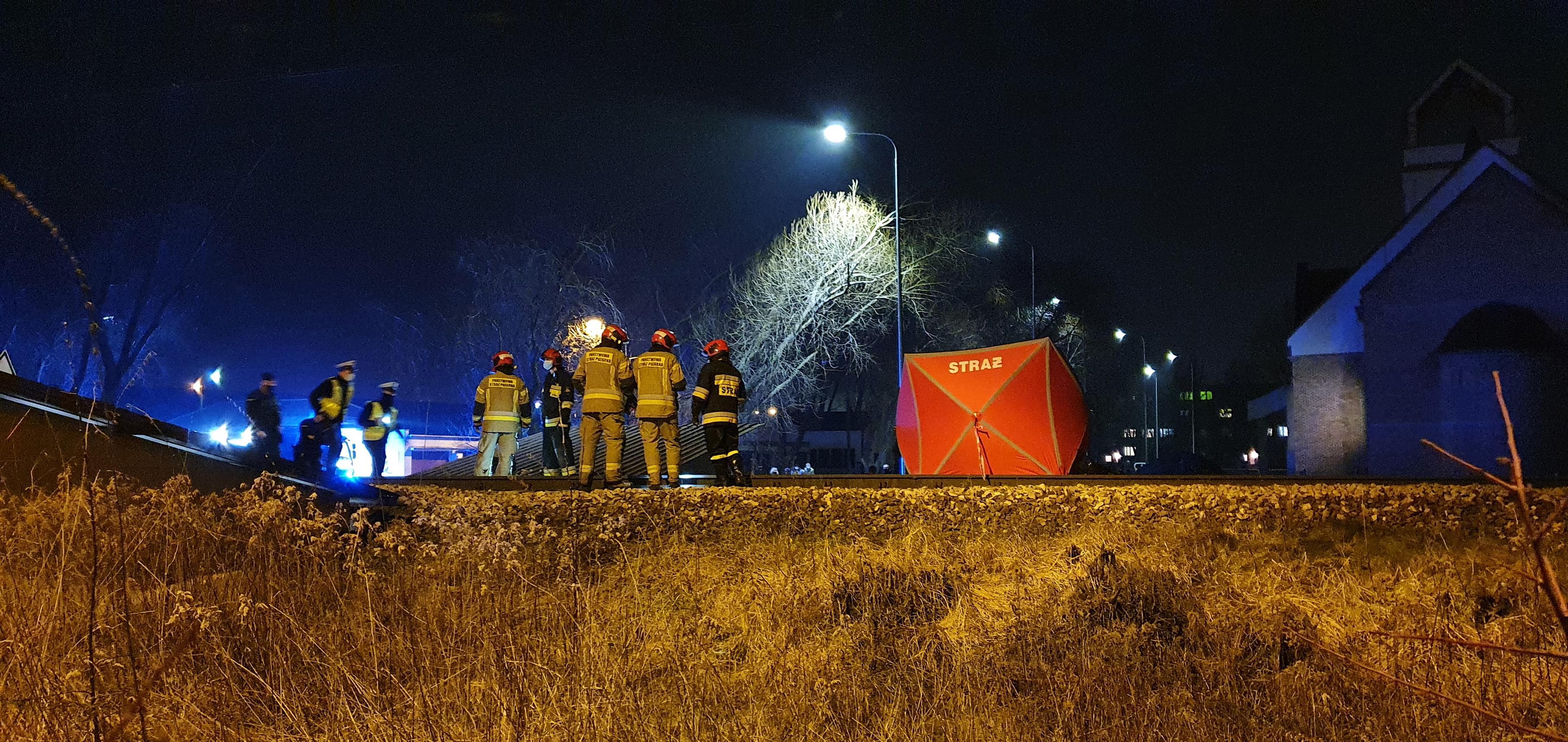 Tragedia na torach w Płocku. Człowiek wbiegł przed szynobus [FOTO] - Zdjęcie główne