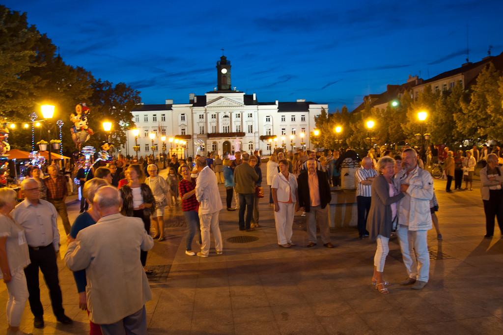 Wieczorne tańce na Starym Rynku - Zdjęcie główne