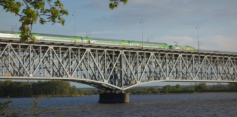 PKP PLK obiecuje: Podniesiemy prędkość pociągów - Zdjęcie główne