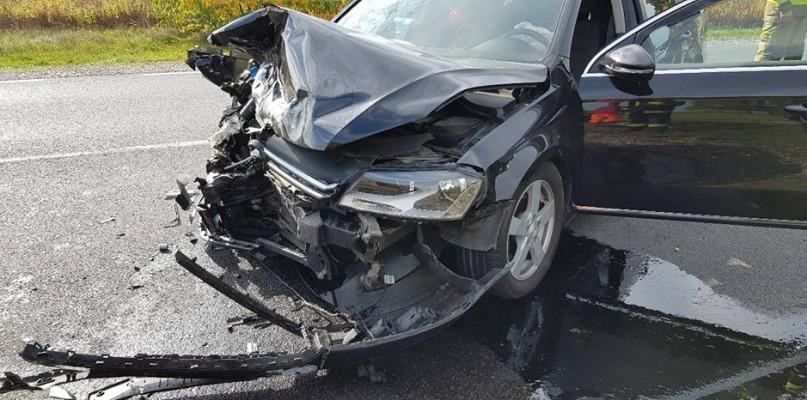 Zderzenie samochodów. Dwie osoby zabrano do szpitala [FOTO] - Zdjęcie główne