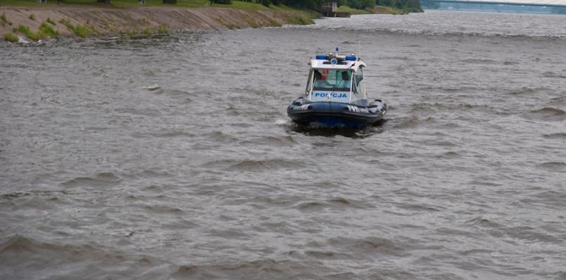 Tragedia nad jeziorem, nie żyje 19-letni mężczyzna - Zdjęcie główne