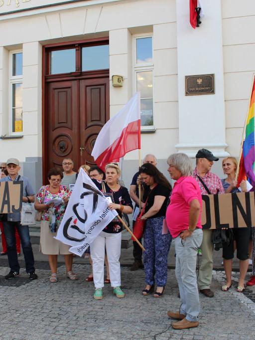 Protestowali w obronie niezależnych sądów - Zdjęcie główne