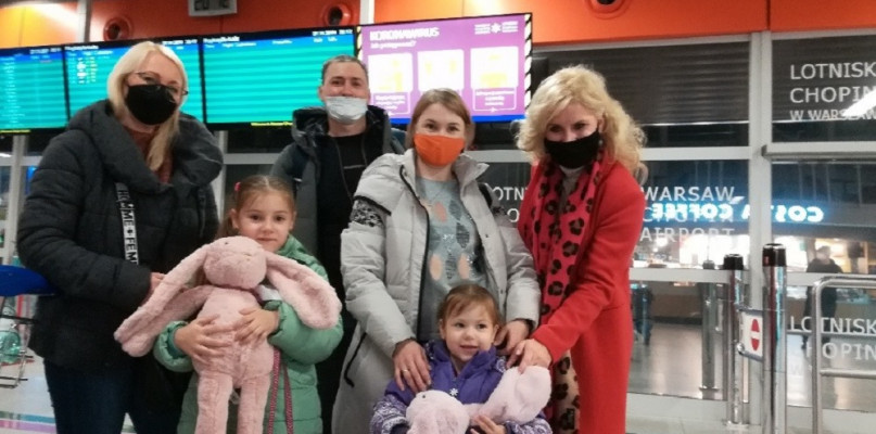 Repatrianci z Kazachstanu są już w Polsce. - Zmęczeni podróżą, ale bardzo szczęśliwi  - Zdjęcie główne