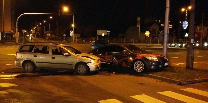 Dwa samochody zderzyły się w Alejach. Winnego nie ma - Zdjęcie główne