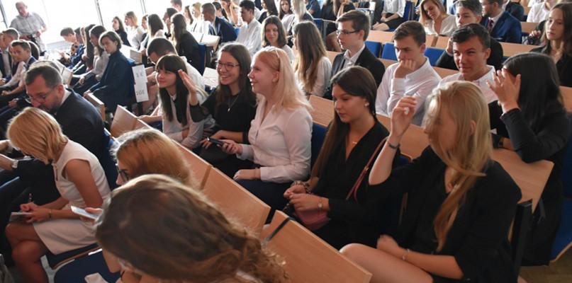 Blisko 16 tys. uczniów rozpoczęło nowy rok szkolny  - Zdjęcie główne