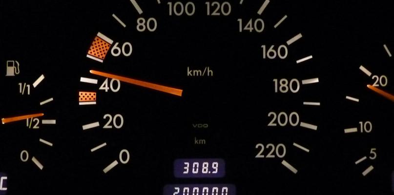 Na liczniku ponad 60 km/h. I stracisz prawo jazdy?  - Zdjęcie główne