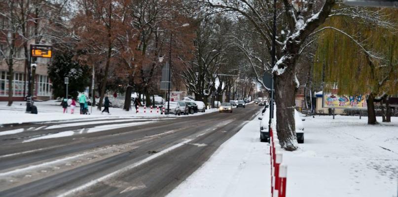 Główne ulice w Płocku były całkiem zasypane. Drogowcy zaspali? - Zdjęcie główne