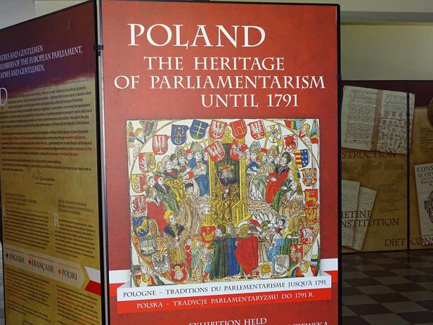 Szkoła pokazuje wystawę dla europosłów - Zdjęcie główne