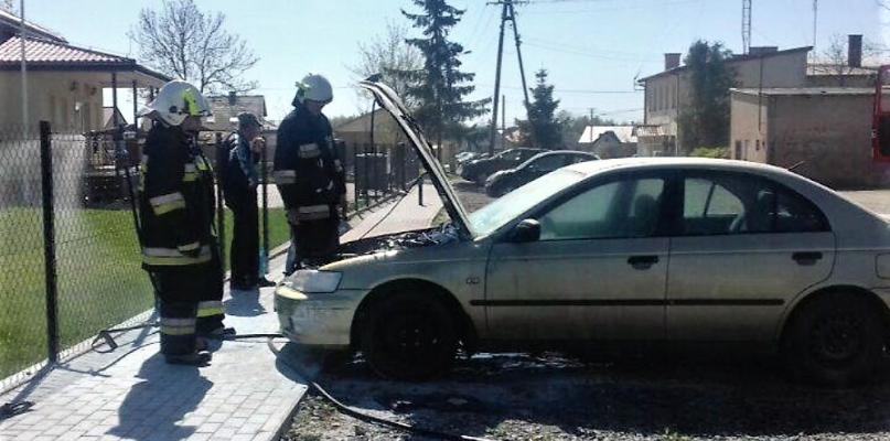 Płonęło auto. Straż była na miejscu [FOTO] - Zdjęcie główne