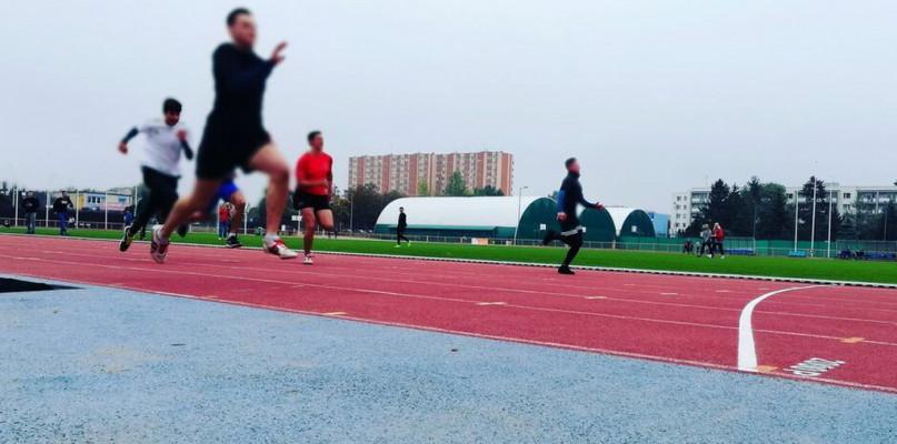 Dobra wiadomość: od poniedziałku można biegać na płockim stadionie - Zdjęcie główne