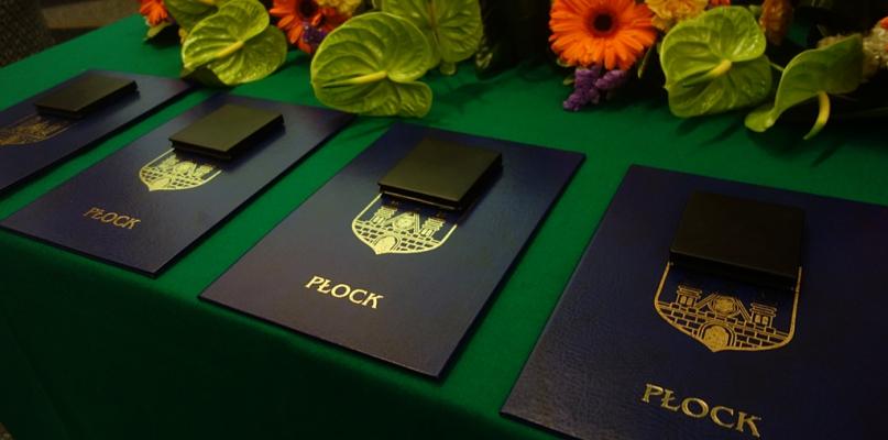 """Cztery medale """"Zasłużony dla Płocka"""" już wręczone - Zdjęcie główne"""