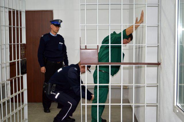 Atak na sekretarkę podczas rozprawy - Zdjęcie główne