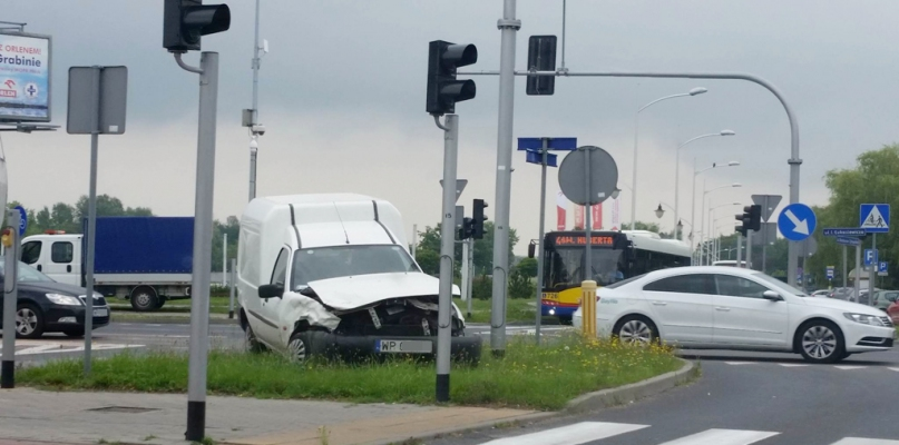 Zderzenie samochodów na Łukasiewicza w pobliżu PWSZ - Zdjęcie główne