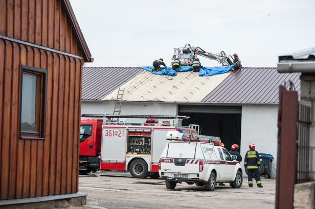 Pożar w warsztacie samochodowym [FOTO] - Zdjęcie główne