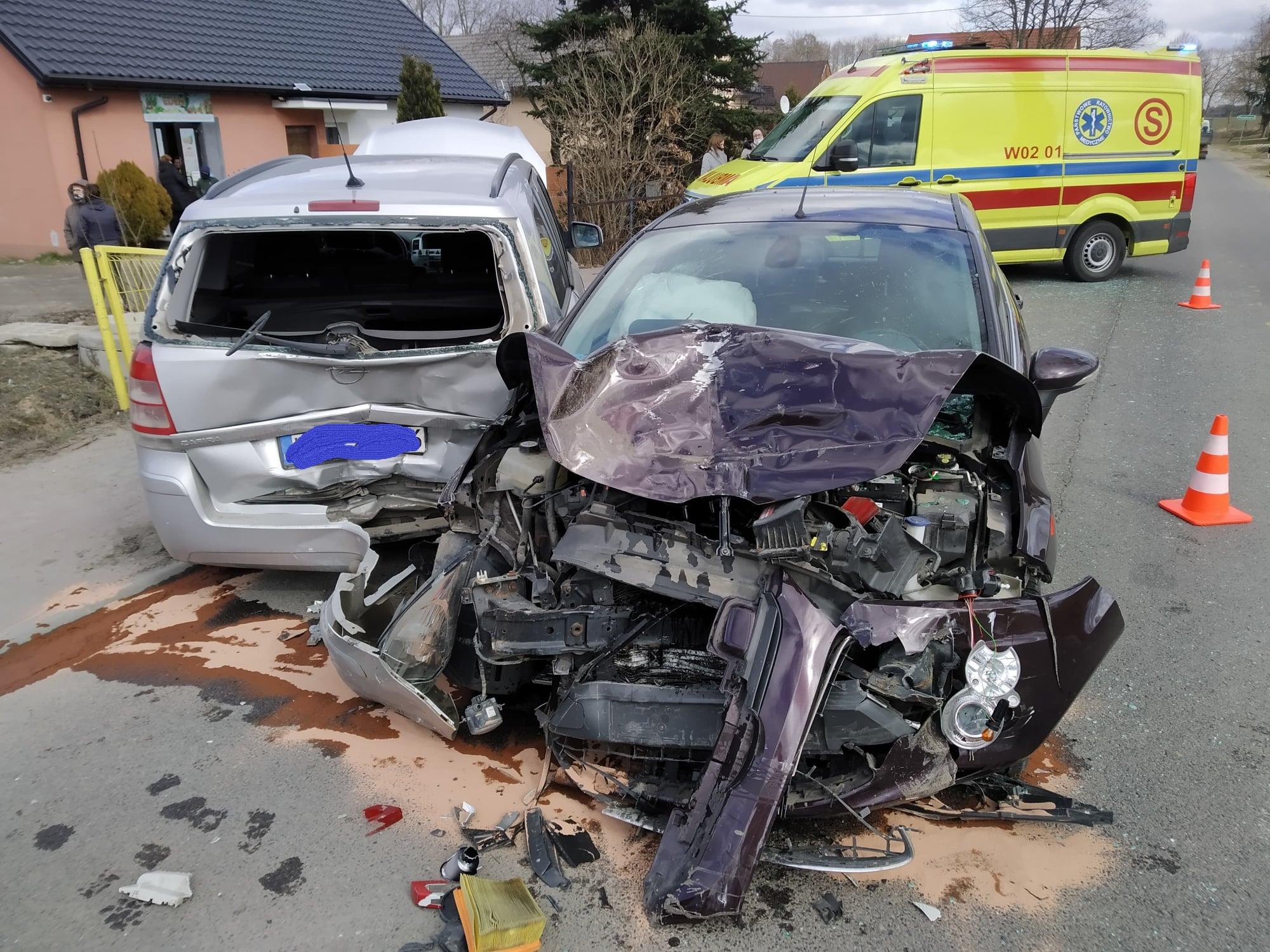 Wypadek w powiecie płockim. Jedna osoba trafiła do szpitala [ZDJĘCIA] - Zdjęcie główne