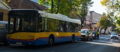 Zderzenie autobusu z samochodem osobowym. Są utrudnienia - Zdjęcie główne