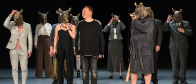 """Teatr kusi tańszymi biletami. Wszystko z powodu """"nosorożycy"""" - Zdjęcie główne"""