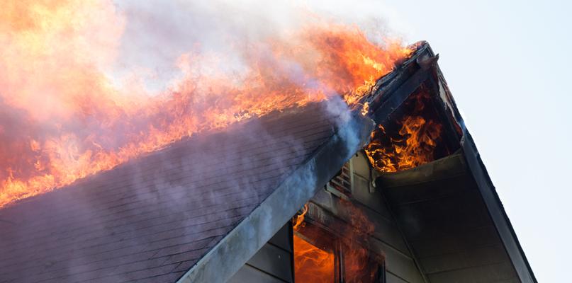 Pożar budynku. Nie żyje 53-letni mężczyzna - Zdjęcie główne