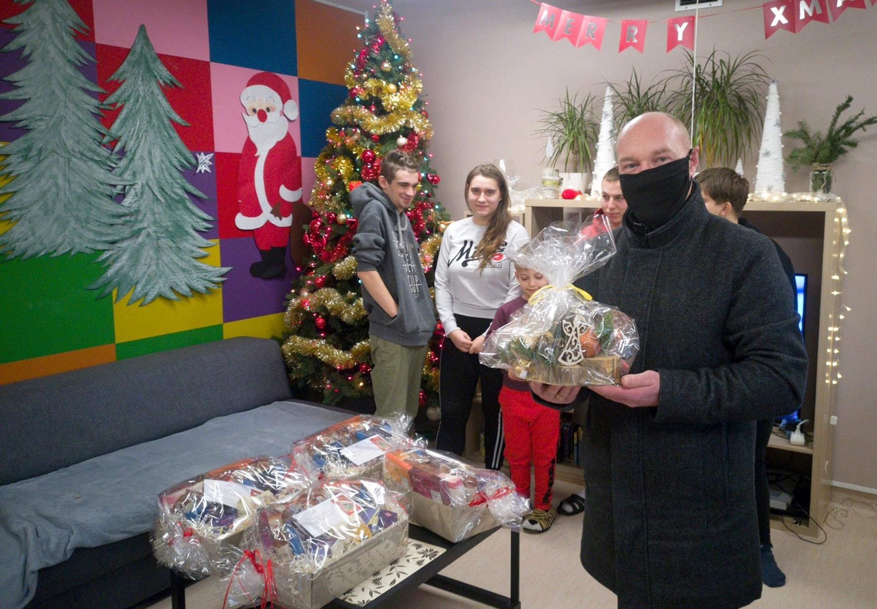 Świąteczne paczki dotarły do Wyszogrodu - Zdjęcie główne
