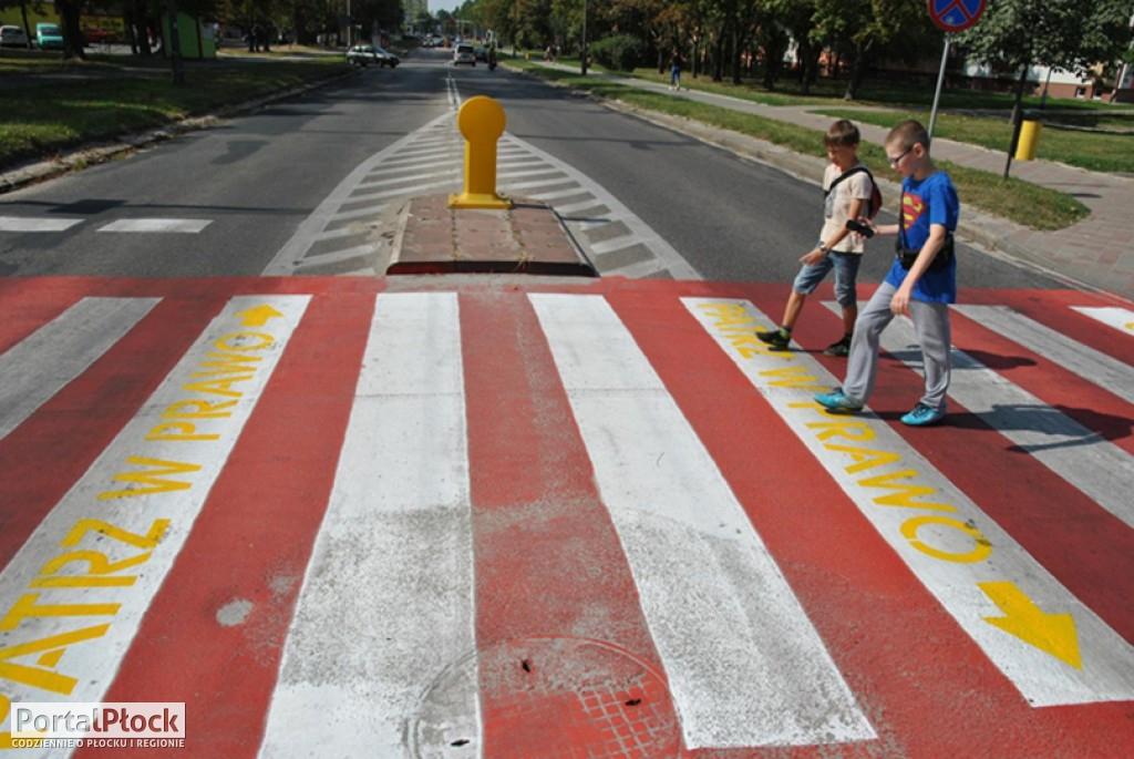 Przejście dla pieszych z podpowiedziami - Zdjęcie główne