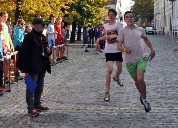 Młodzież biegała po Starówce [FOTO] - Zdjęcie główne