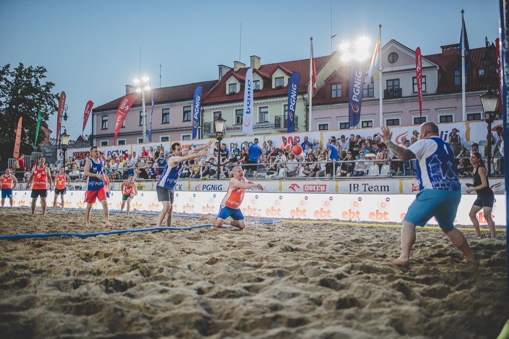 Mecz gwiazd na plaży - Zdjęcie główne