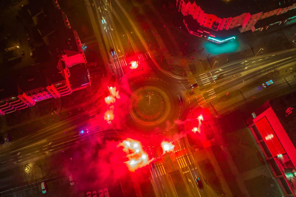 Odpalili race na rondzie Żołnierzy Wyklętych  - Zdjęcie główne