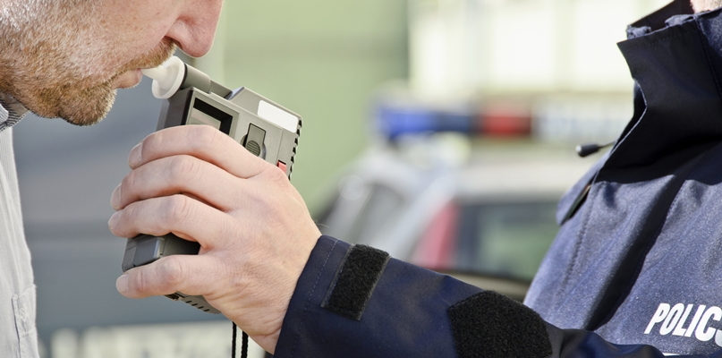 Policjanci od rana sprawdzają trzeźwość kierowców - Zdjęcie główne